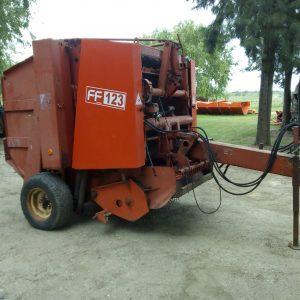 Enfardadora marca Feraboli modelo FF123