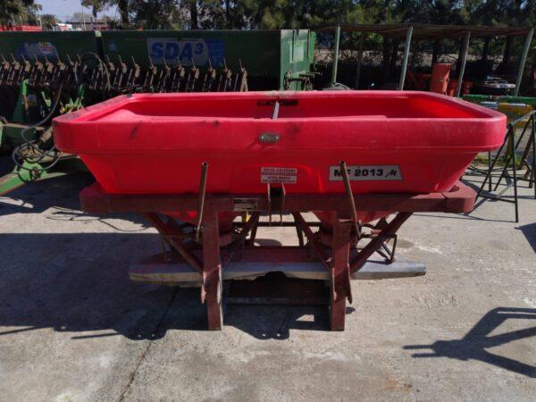 Fertilizadora usada doble disco marca MASSEY FERGUSON modelo 1200 Lts